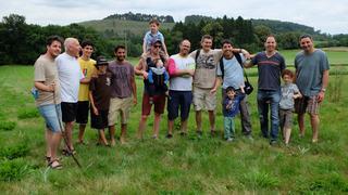 גאוות יחידה. אוֹרי ציזלינג (שני משמאל) יחד עם תשעת בניו וכמה מנכדיו (צילומים: אלבום פרטי)