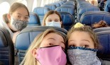 צעירים חברי גרעין צבר בטיסה מארצות הברית