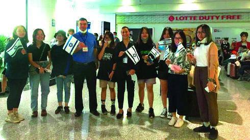 שגריר ישראל בויאטנם עם הסטודנטים