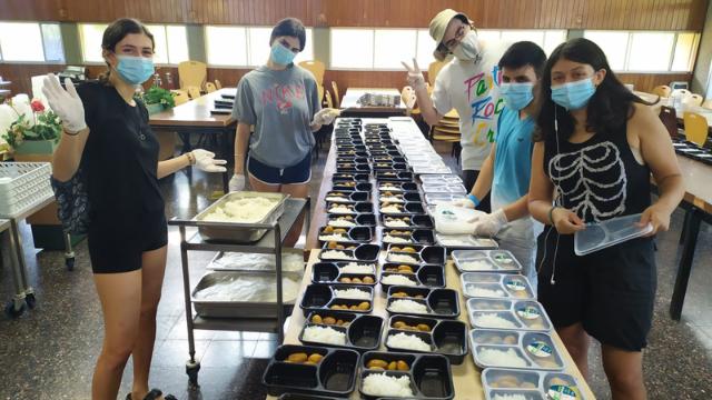 האוכל שנתרם מקיבוץ נען בפרויקט לקראת ראש השנה אשתקד
