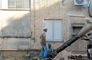 פנה אליהם מתוך דאגה לילדים. פועלים בקיבוץ (למצולמים אין קשר לידיעה), צילום המחשה: דוד (דדה) עינב