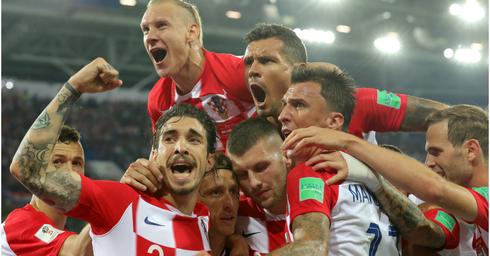 נבחרת קרואטיה חוגגת. ינצחו?   צילום: EPA