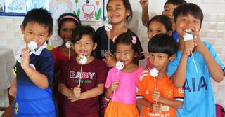 """""""הילדים קיבלנו אותנו בשמחה ובאהבה רבה"""". הפעילות בקמבודיה, צילום: אלבום פרטי"""