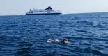 """""""היה ממש לא אנושי"""". כהן במהלך השחייה, צילום: אלבום פרטי"""