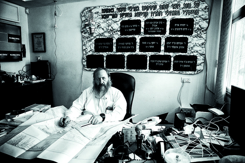 """אלבוים. """"הבאתי את שני הפעוטות לקבורה במו ידיי, ממש בחיקי""""    צילום: אסף פרידמן"""