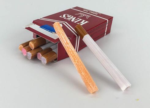 החל מהשבוע מכירת ממתקים בצורת סיגריות אסורה. באדיבות האגודה למלחמה בסרטן