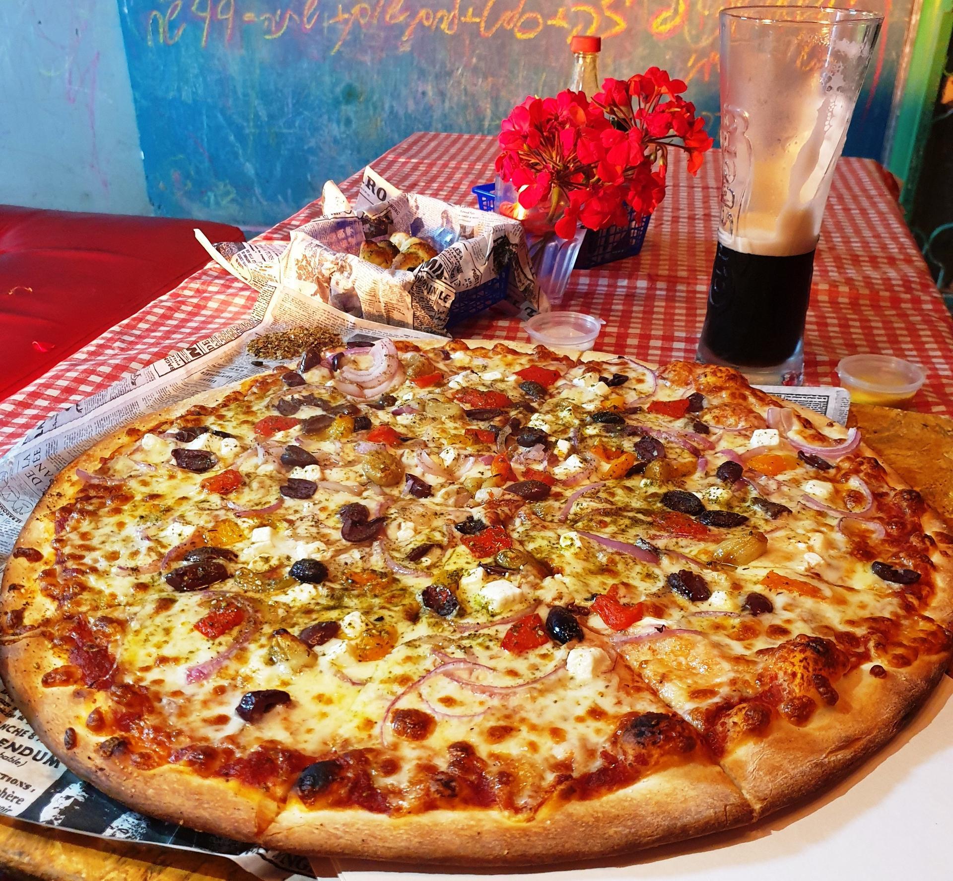 """""""פיצה ארטישוק"""". אידיאלי לזוגות במשבר, שיזכו ליהנות מהטיפול בפיצה שמציע רפי   צילום: אשר קשר"""